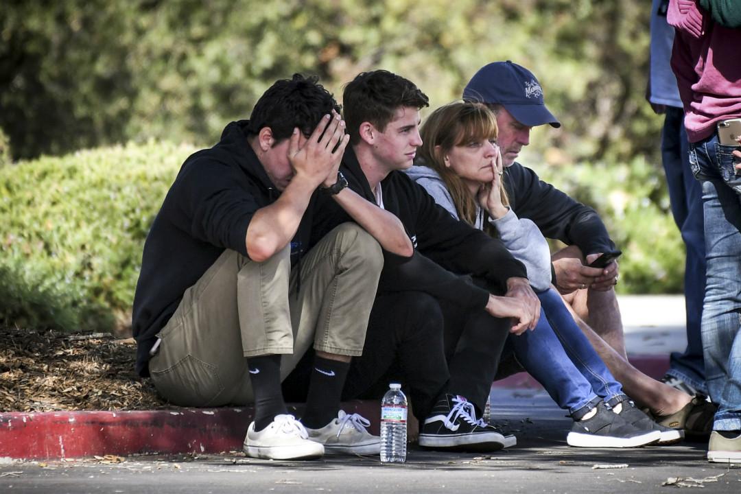 2018年11月7日晚,美國加州千橡市(Thousand Oaks)一間酒吧發生槍擊案,造成至少13人死亡。 攝:David Crane/Getty Images
