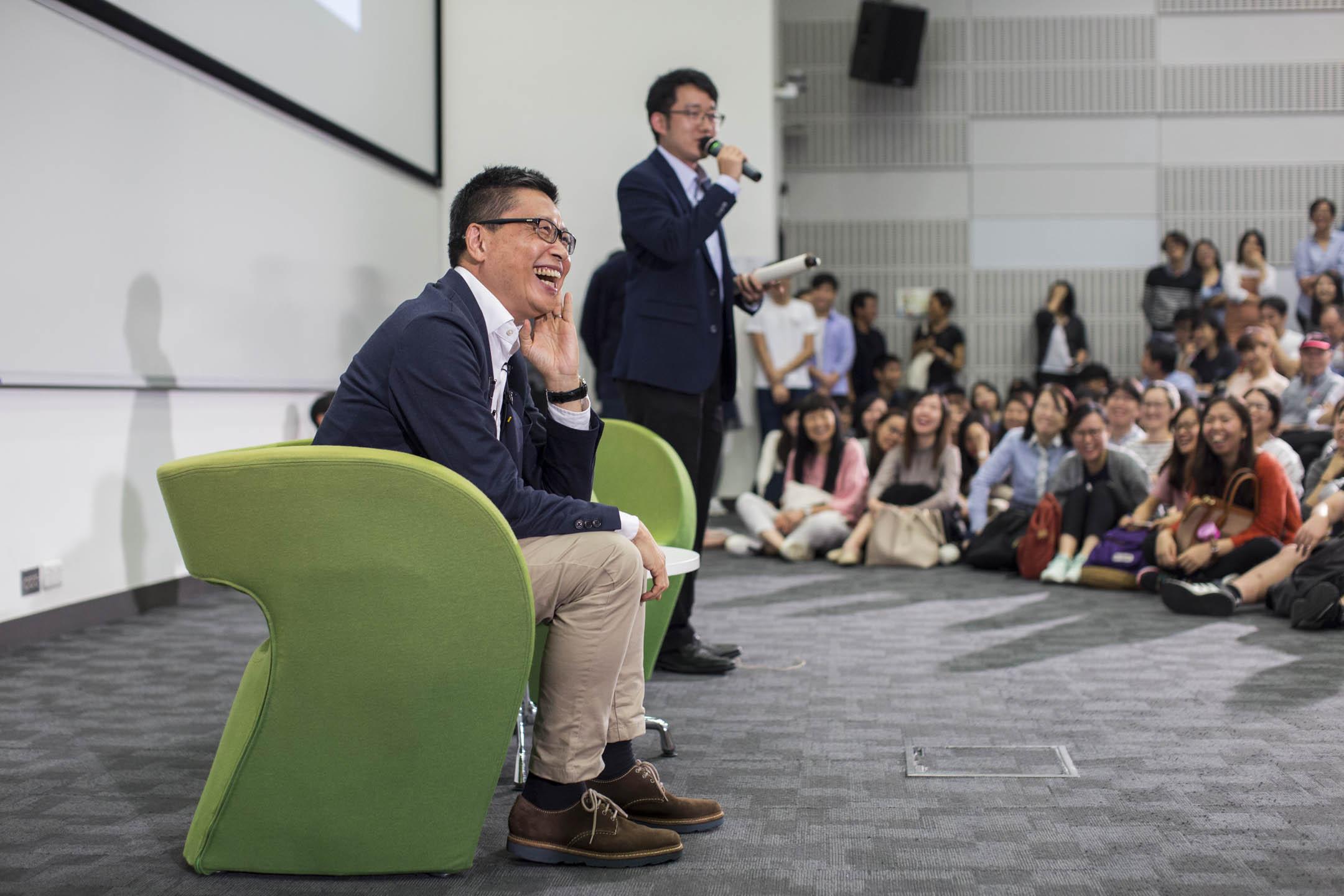 2018年11月14日,香港中文大學教授陳健民在中大舉行告別演講,現場有逾六百名師友、政界、社運人士及市民出席聽課。 攝:林振東/端傳媒
