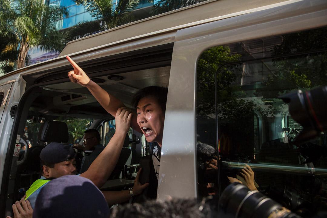 2017年7月1日,社民連黃浩銘於香港回歸二十周年升旗禮中抗議,被警方拘捕並帶上警車。