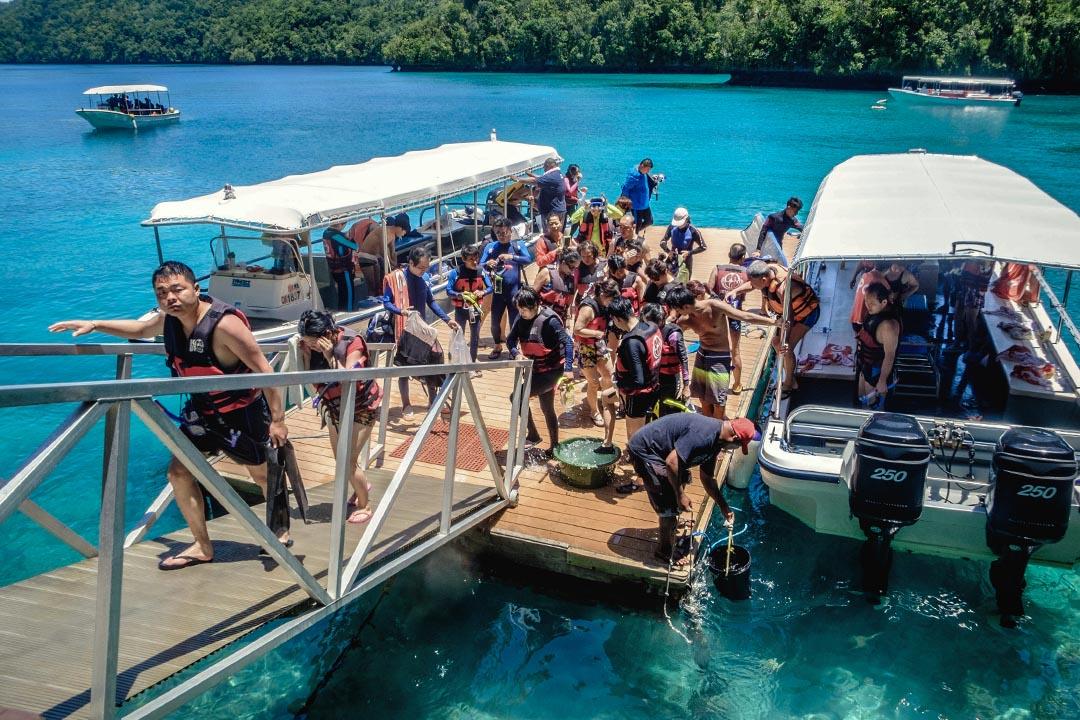 兩岸在帛琉的觀光勢力正式反轉,始於2015年,陸客人次暴增為91,174人,台灣降為15,258人。