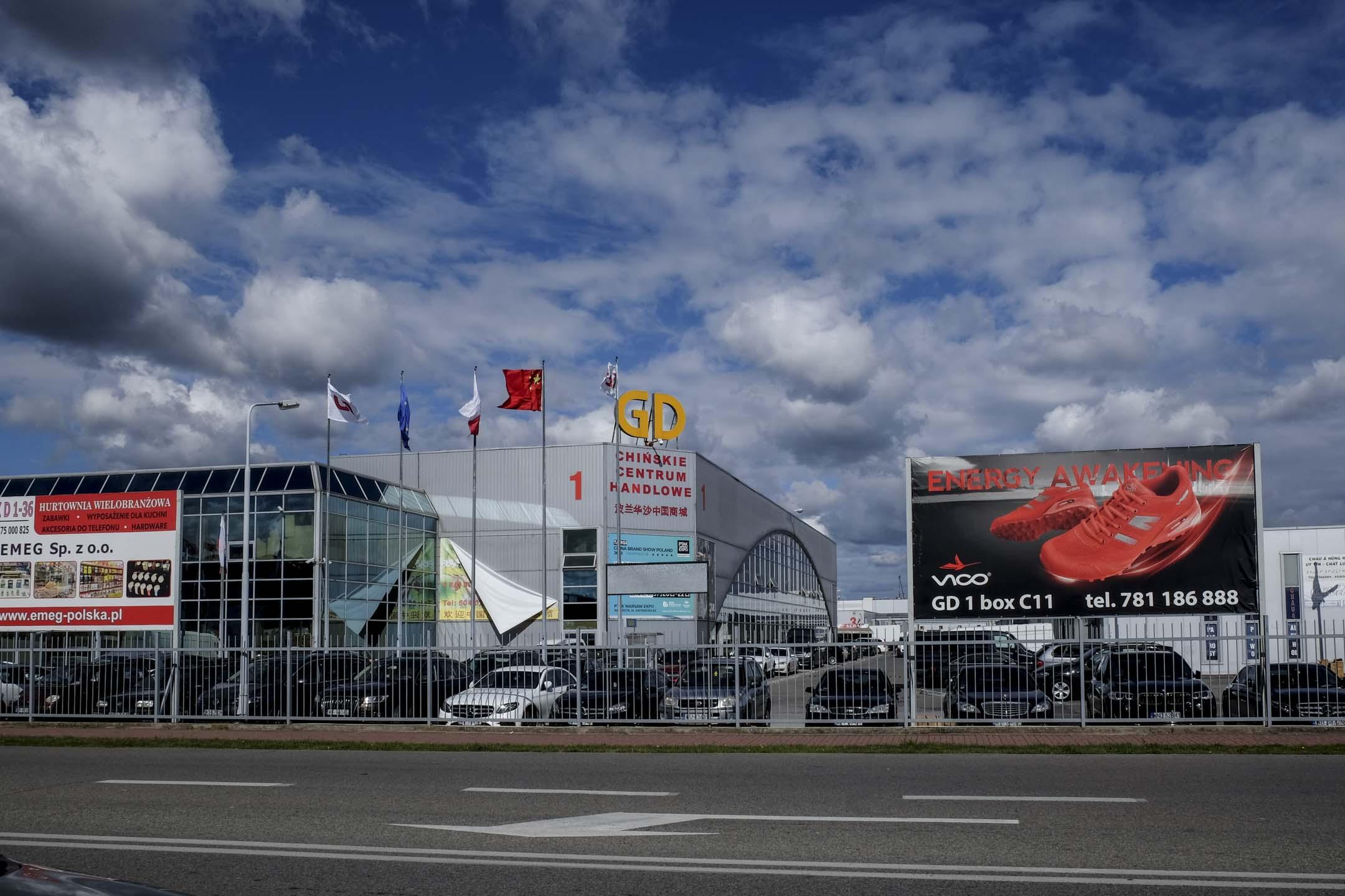 「波蘭華沙中國城」,包括6座商城、3座倉庫樓以及一個招待所,總佔地40萬平米。 攝:甯卉/端傳媒