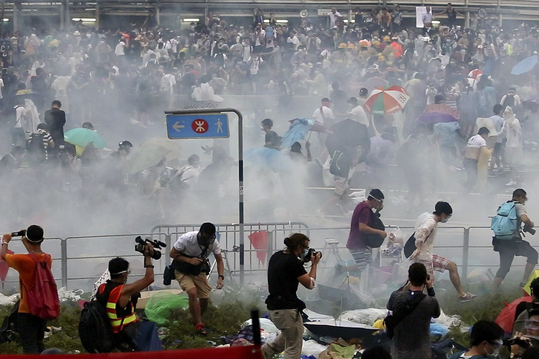 2014年9月28日,金鐘夏慤道等主幹道被佔領,警方展開大規模驅散行動,防暴警察施放87顆催淚彈。