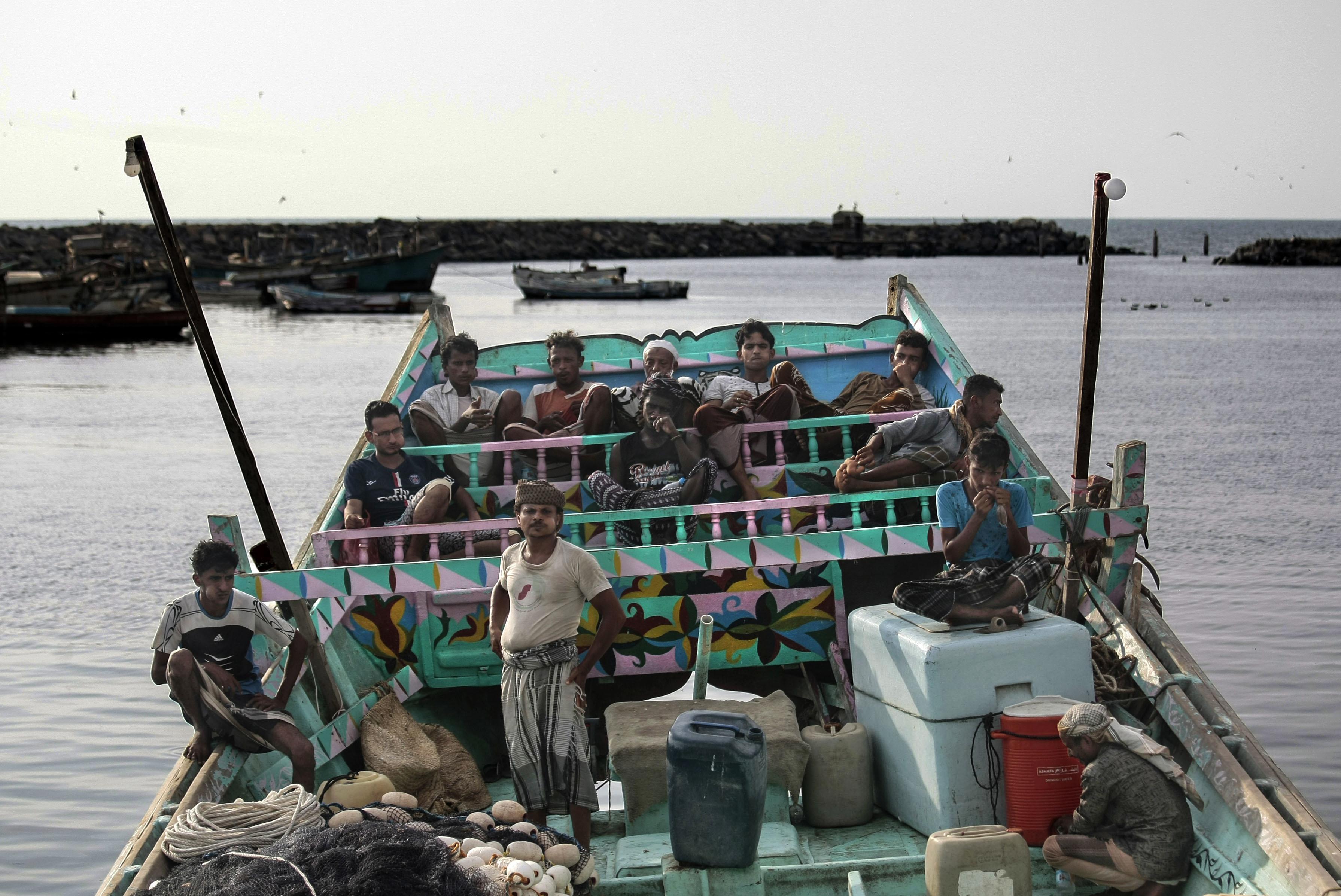 漁民在漁船上休息時會咀嚼咖特(qat),是一種興奮劑,作用近似安非他命。
