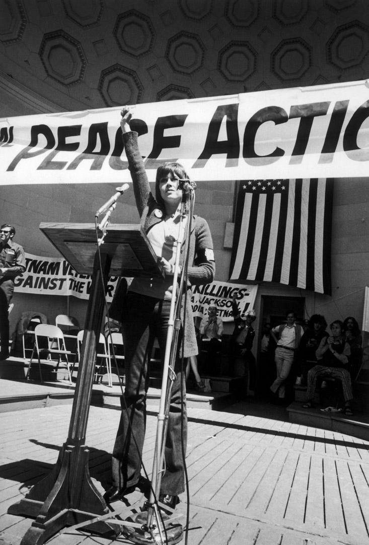 1970年,珍芳達出席一美國紐約一個反戰活動。