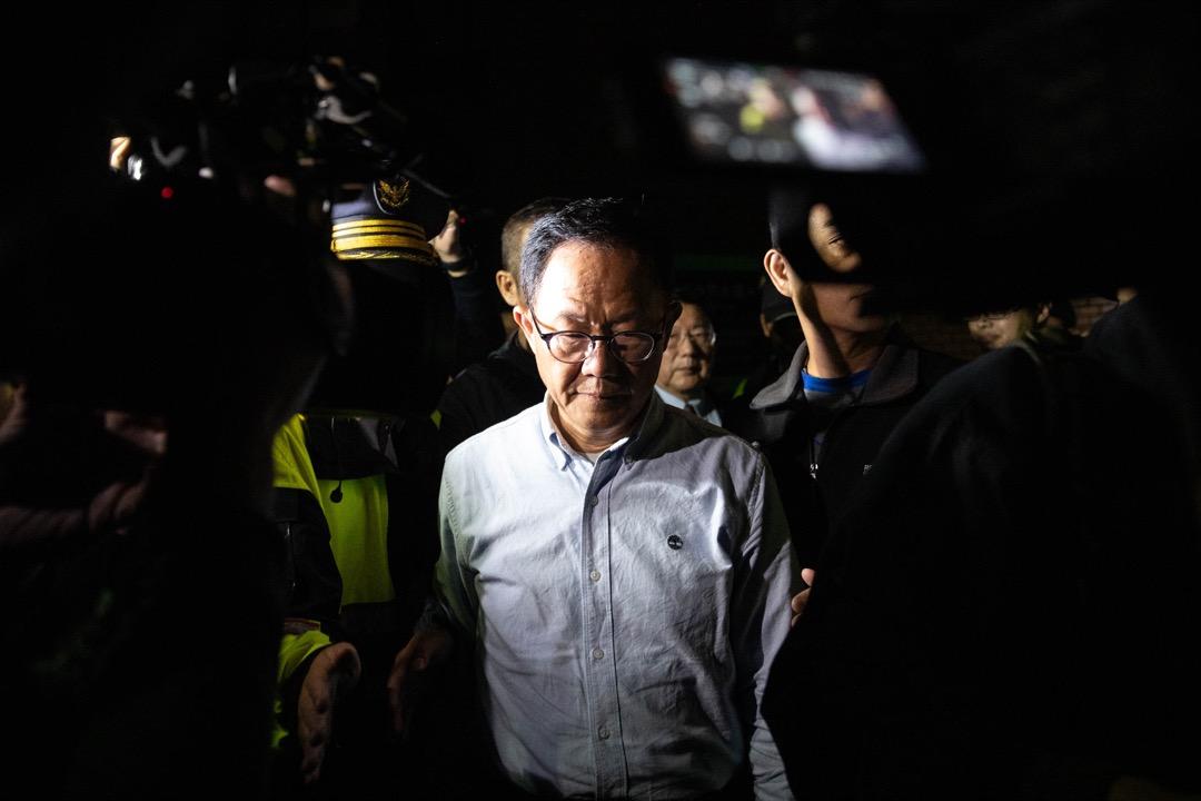 2018年11月25日,台灣台北市的市長選舉選情仍然膠著,點票持續到凌晨,國民黨市長候選人丁守中到點票活動現場向支持者發表講話。