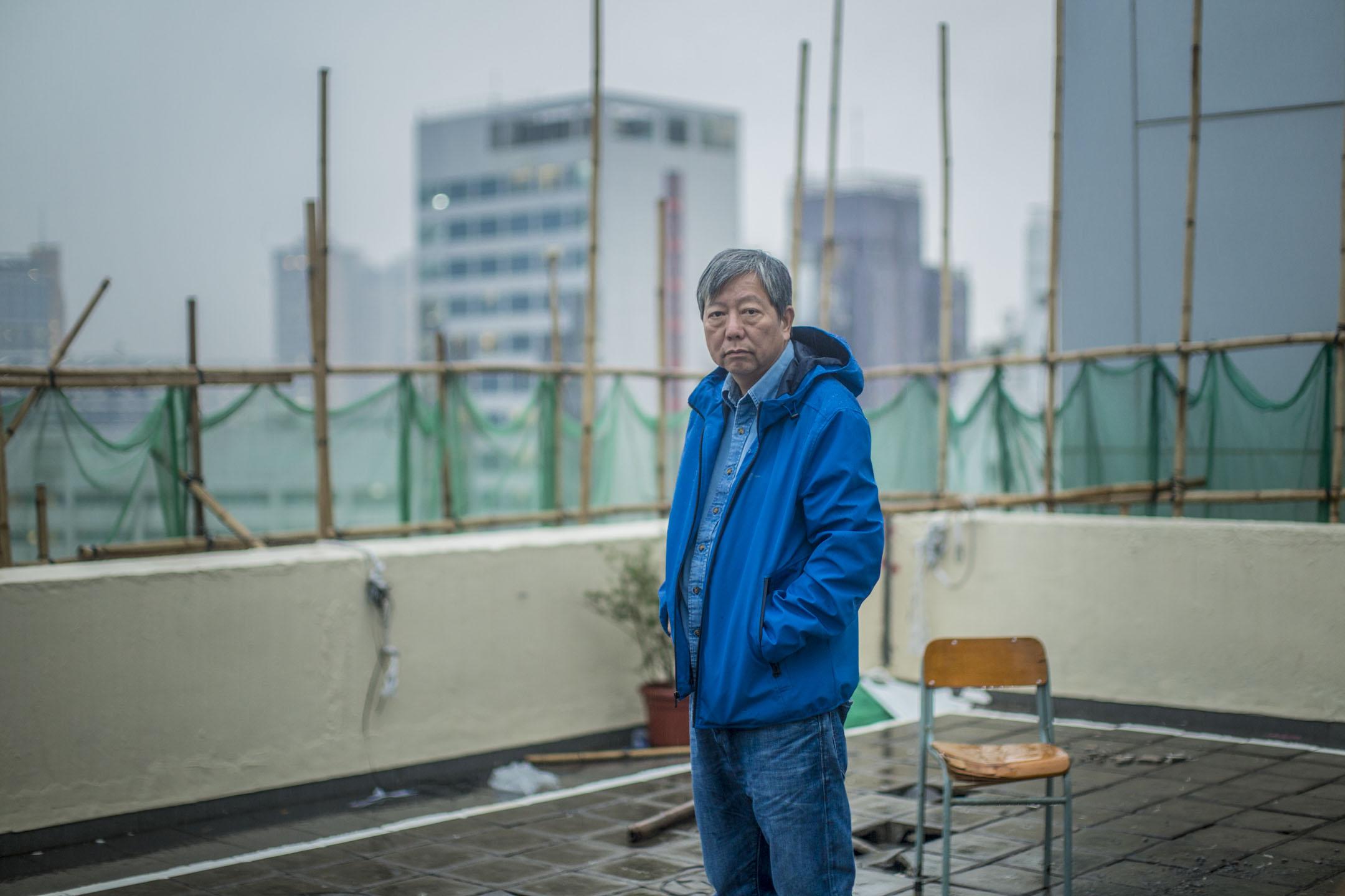 2018年11月27日,李卓人於油麻地「老巢」職工盟總部,從容地回應他眼中「最美麗」的一場選戰。   攝:林振東/端傳媒