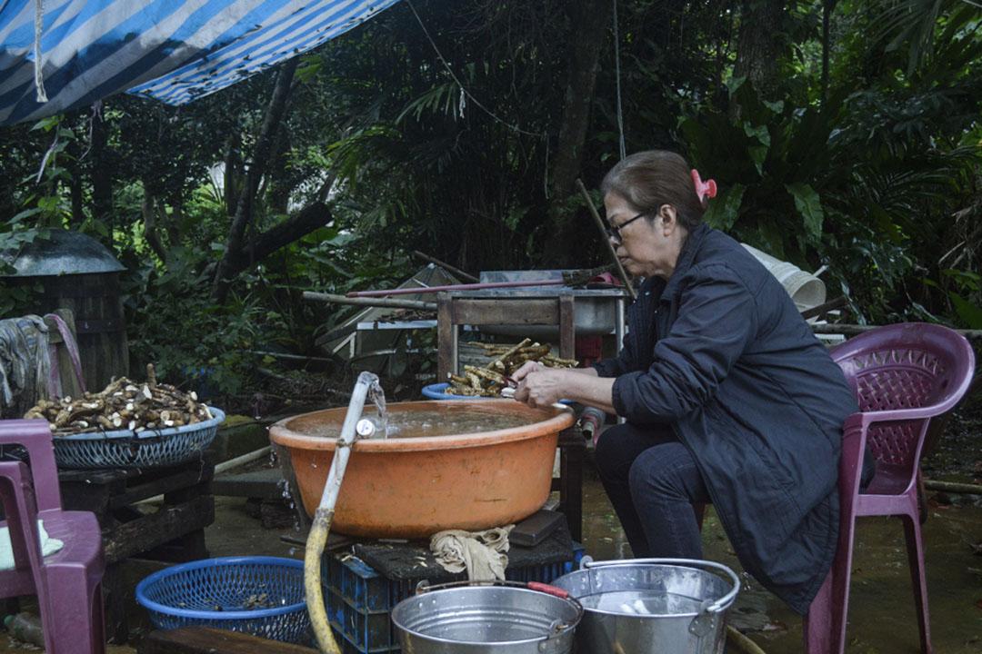 家住貢寮福隆的楊貴英反核已三十多年。