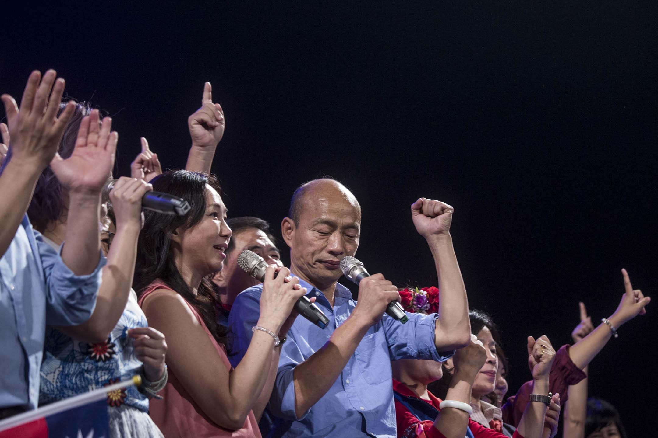 選舉前夕,國民黨高雄市候選人韓國瑜以「奇兵」之姿殺出,將民進黨的穩贏之局殺成五五波。
