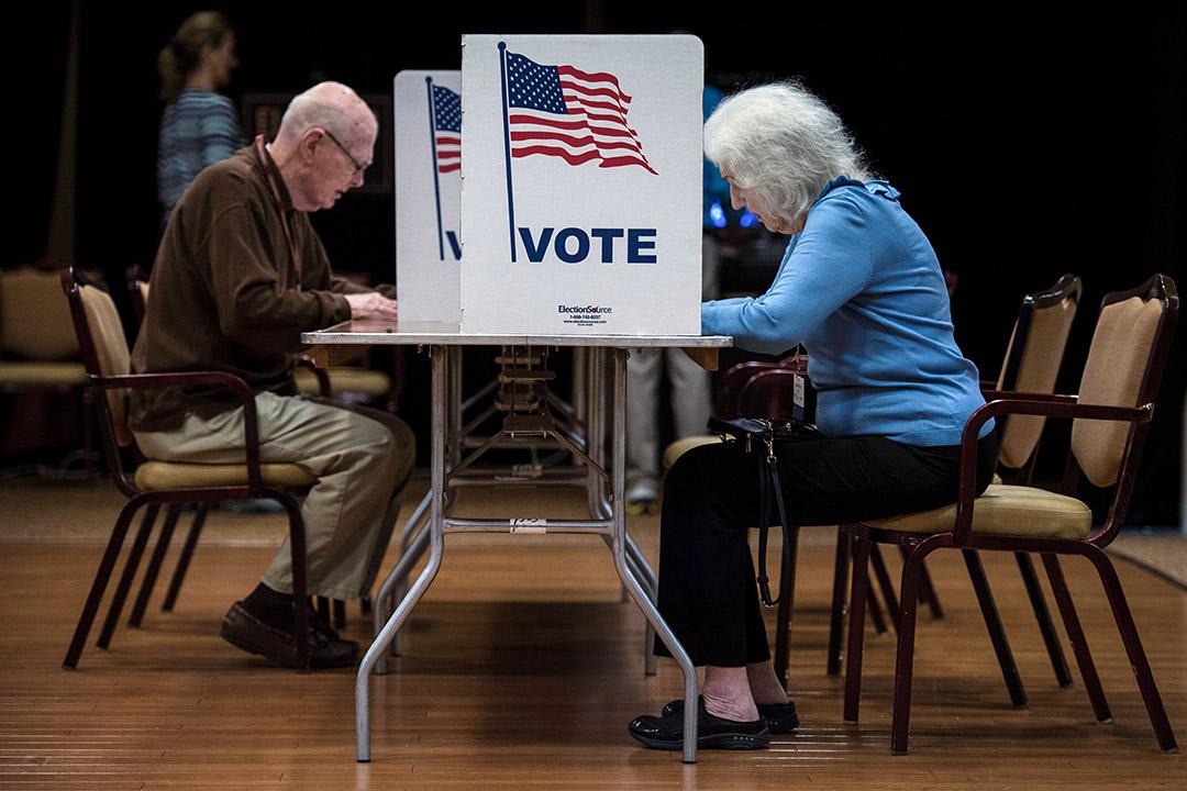 2018年11月6日,人們在美國中期選舉日投票。 攝:Andrew Caballero Reynolds/AFP via Getty Images