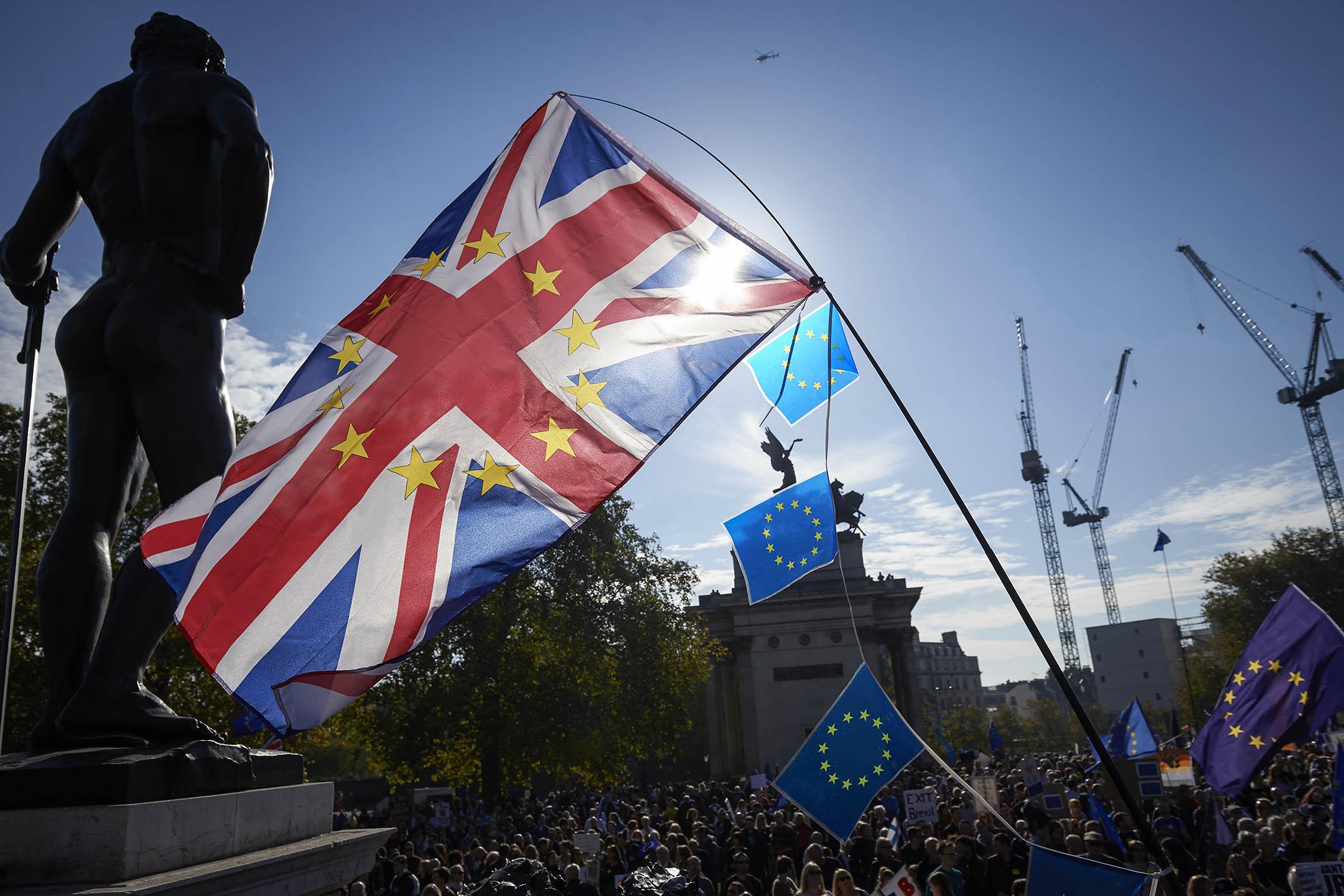 在長達一年半的談判之後,英國與歐盟之間終於達成了一份585頁的脱歐協議草案。