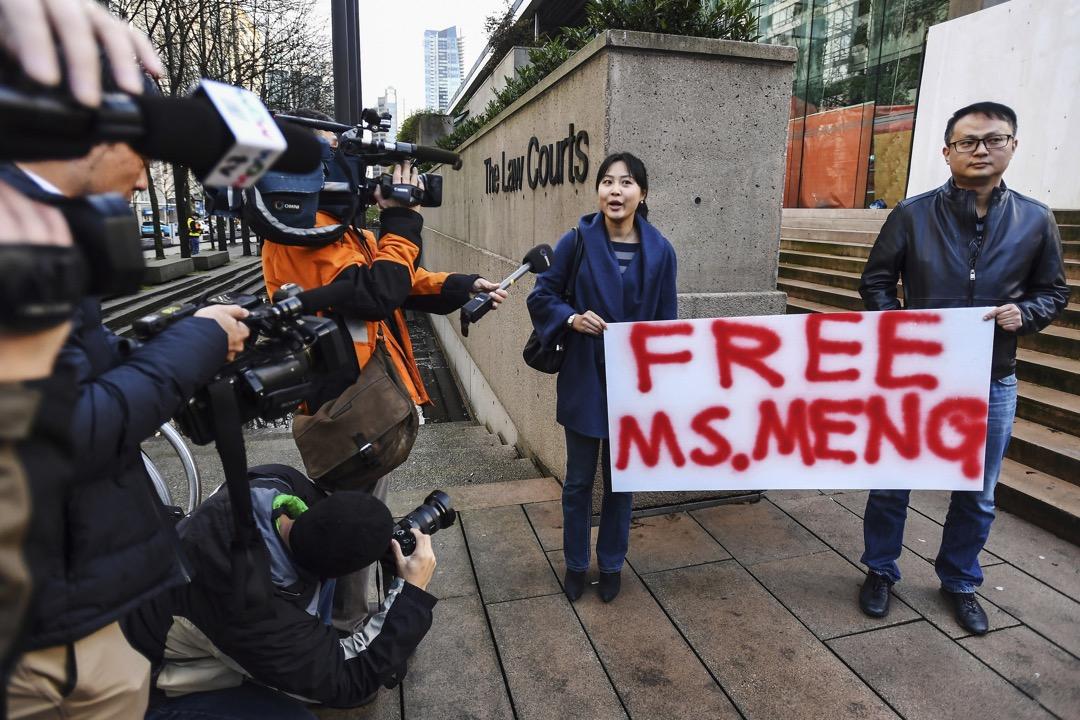 2018年12月10日,加拿大溫哥華,支持者在不列顛哥倫比亞省法院外聲援華為CFO孟晚舟。