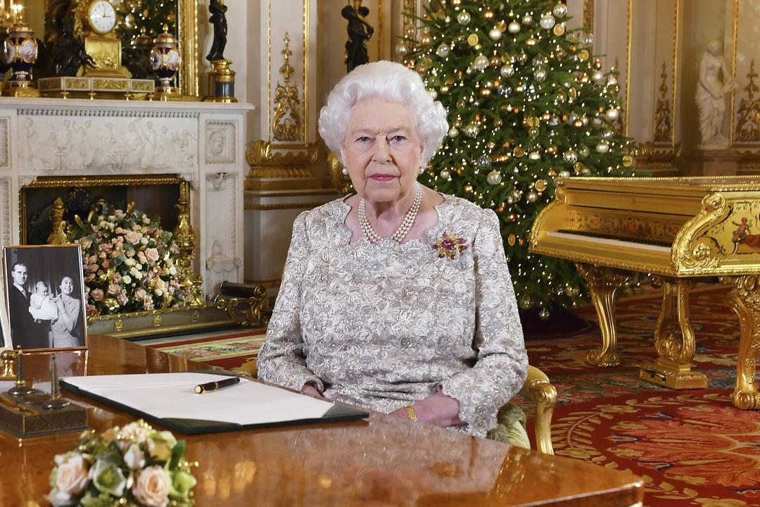 2018年12月12日,英女皇伊利沙伯二世(Elizabeth II)錄製聖誕文告電視廣播片段。 攝:John Stillwell / AFP / Getty Images