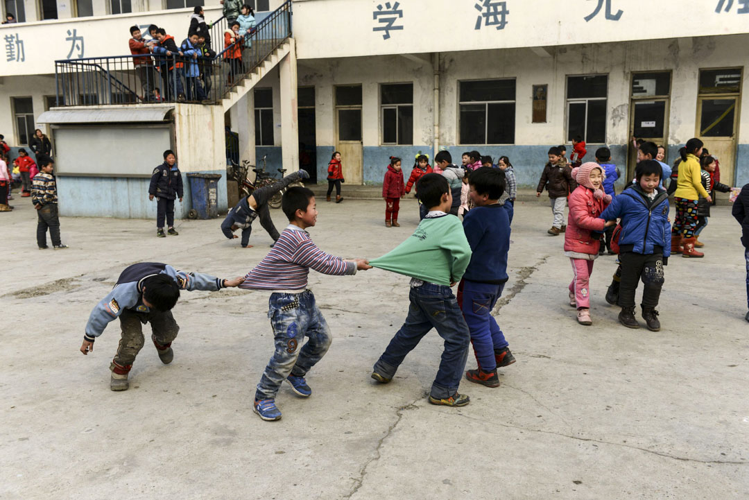 據新公民計劃統計,2014年,北京非京籍學生招生減少兩萬人次,流動兒童的數量也從2004年的10萬人驟降至2018年5萬多人。圖為2014年,北京市昌平區的一所打工子弟學校。