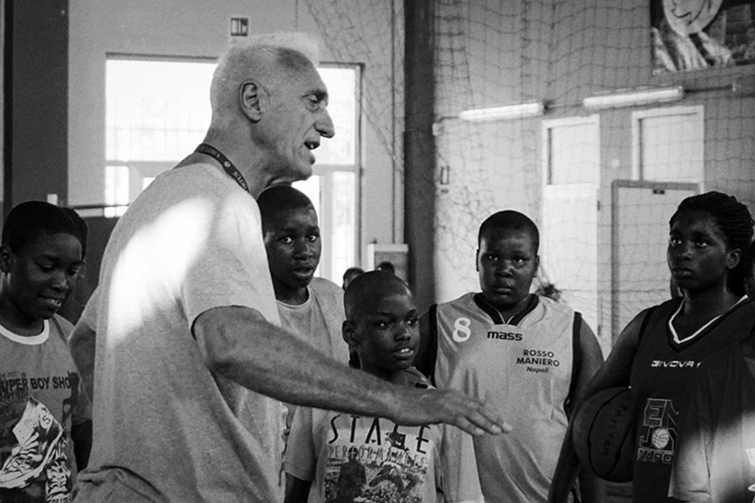 安東內利,意大利籃球隊的前國家冠軍,也是彈彈隊的發起人和主教練。