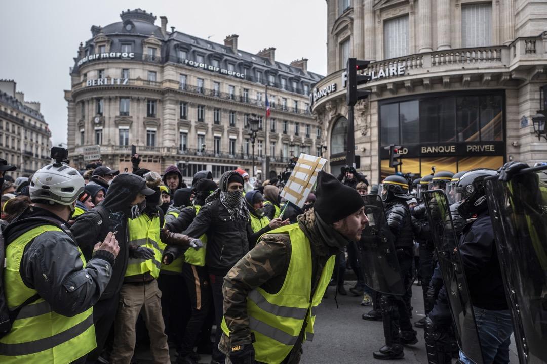2018年12月15日,法國巴黎爆發第五週黃背心示威運動。 攝:Veronique de Viguerie/Getty Images