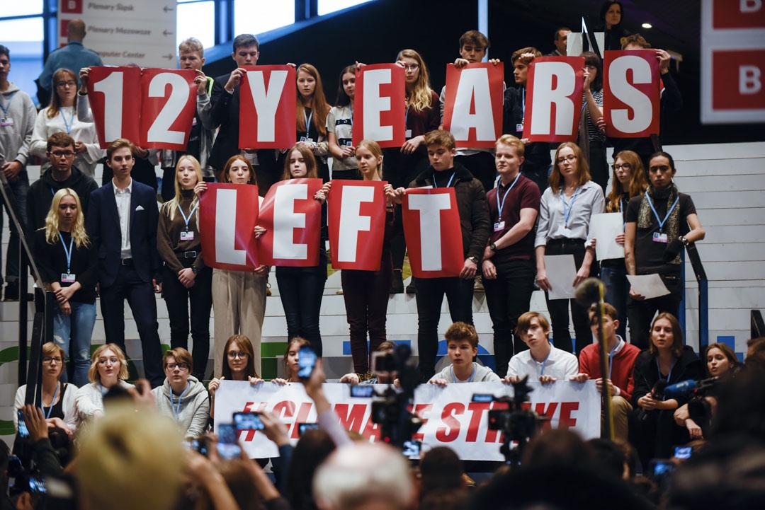2018年12月14日,「COP24」聯合國的氣候大會期間,波蘭學生舉著標語牌和橫幅到場抗議。