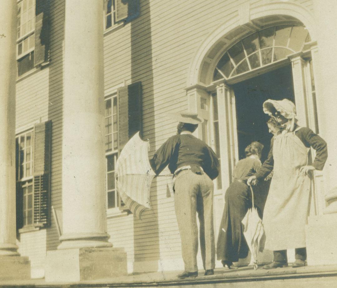從弗洛倫斯小姐家裏出來準備去寫生的畫家們(攝於1904年)。