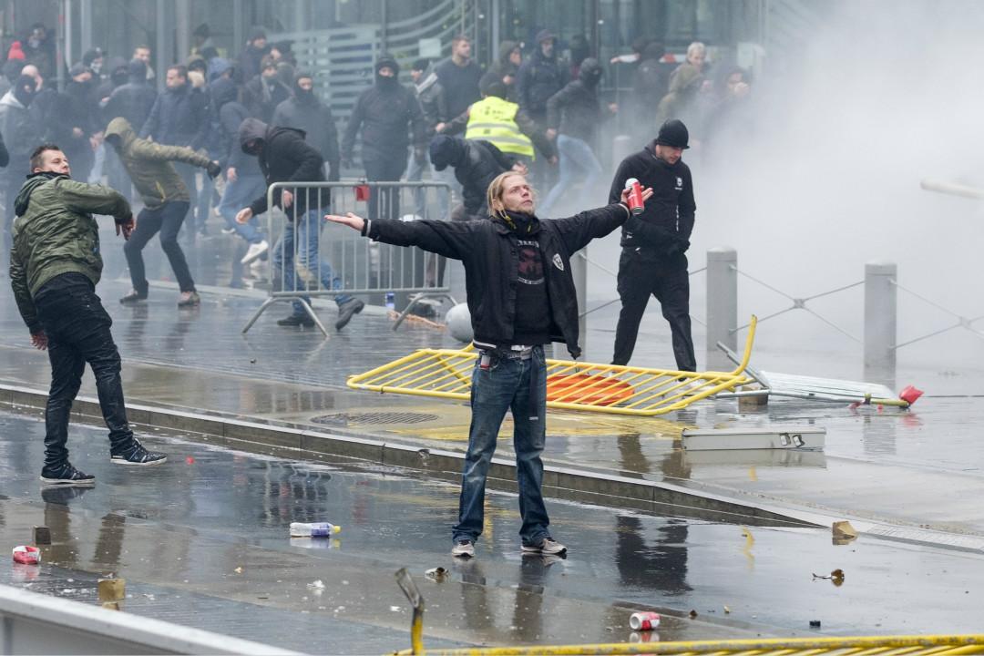 2018年12月16日,比利時布魯塞爾反移民抗議者與警察產生衝突。 攝:Thierry Monasse/Getty Images