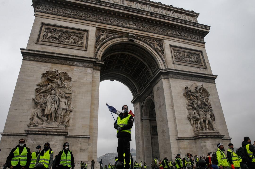 「黃背心」是一場去中心化的運動。這次也不例外,巴黎的黃背心至少有三個以上的集合點。圖為香榭麗舍大街通往凱旋門的一段路。