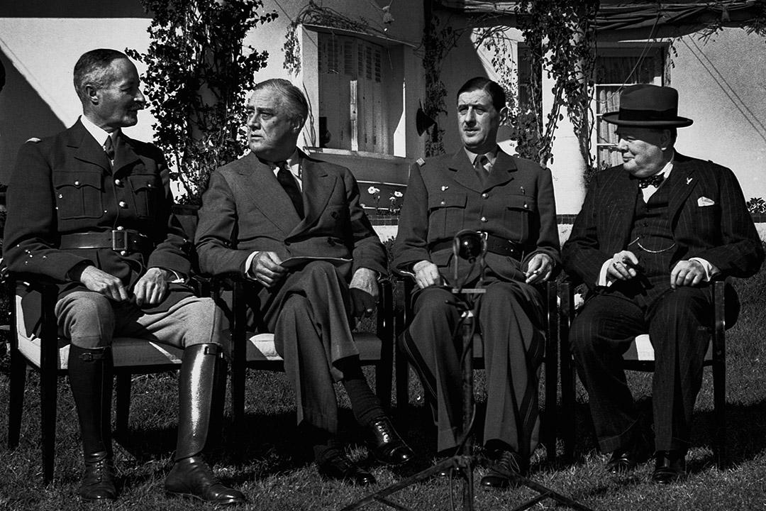 在卡薩布蘭卡會議上,亨利·吉羅將軍,富蘭克林·德拉諾·羅斯福,戴高樂和溫斯頓·丘吉爾將軍。