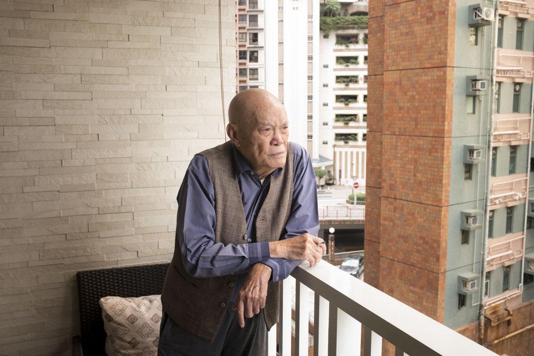 兒女都有各自的家庭,92歲的彭耀坪現在一個人生活,平時看報、看書,其他事有傭人照顧。