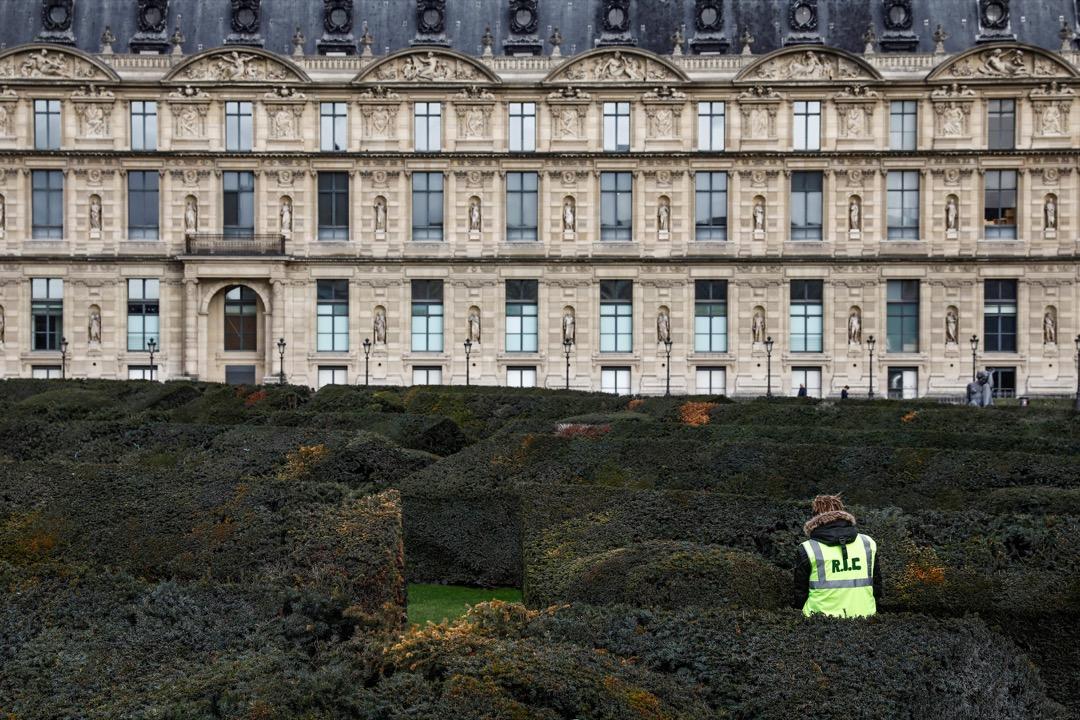 示威者們打出了「RIC」(référendum d'initiative citoyenne)的標語——由公民啟動公投。其含義在於把圍繞燃油税的抗議上升到對法國政治制度的批評。