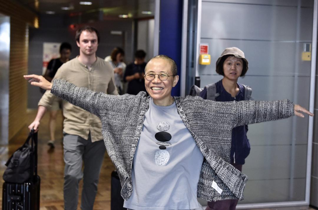 2018年7月10日,諾貝爾和平獎得主劉曉波的遺孀劉霞於早上搭乘飛機離開北京前往德國柏林,圖為較早前劉霞抵達中途站芬蘭赫爾辛基機場的一刻。