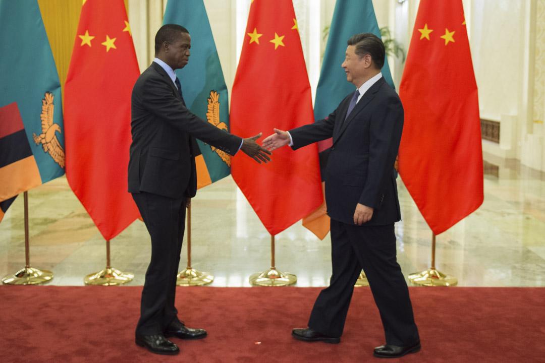 「全球中國」作為一種現象,核心動力是中國想通過政治和地理空間的手段,解決資本過度積累的危機,并藉此過程增強其在國際上的政治影響力。圖為2018年9月1日,國家主席習近平在人民大會堂會見贊比亞總統倫古。