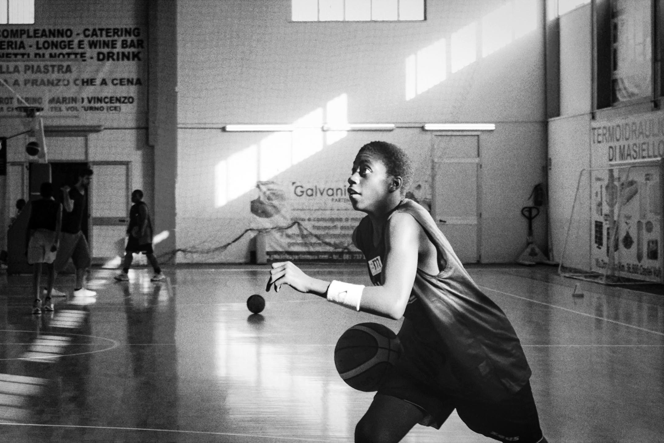 因為球員們的「無證出身」,即便所有球員都在意大利土生土長,彈彈隊一度無法獲得參加正規賽事的權利——意大利籃球聯盟明文規定,一支參賽隊伍中的「外來人」不能超過兩個。 圖:作者提供