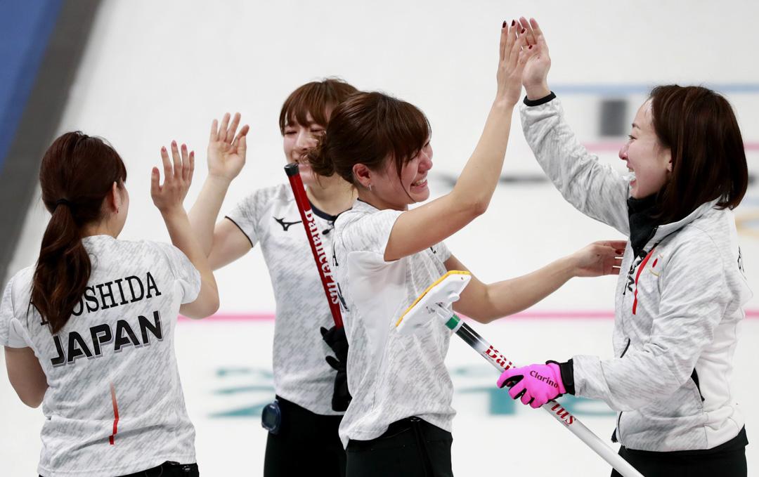 日本女子冰壺代表隊身份出賽的LS北見,在2018平昌冬奧一路過關斬將,最後進入四強並拿下銅牌。