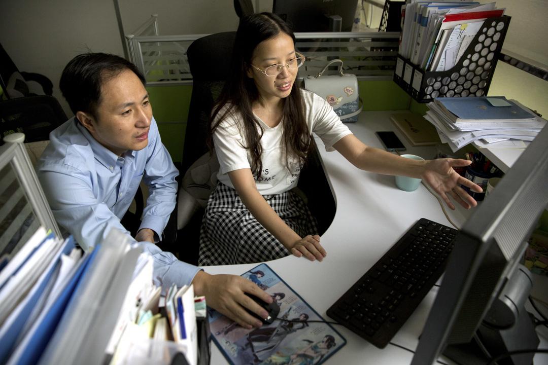 2018年11月26日,來自中國深圳的科學家賀建奎在第二屆國際人類基因組編輯峰會召開前一天宣布,基因經過修改的雙胞胎嬰兒已於11月健康誕生,她們將來可能具有天然抵抗愛滋病的能力。 攝:Imagine China