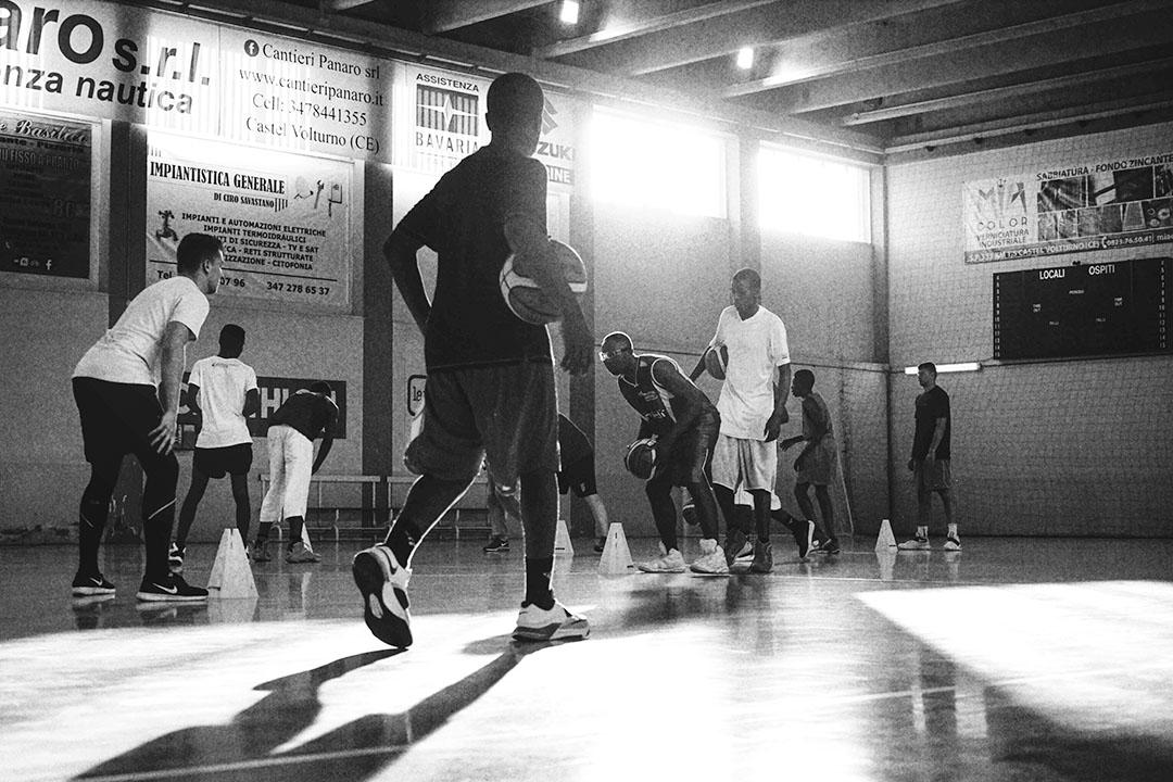 一年半前,這片「森林社區」裏出現了一支特別的球隊:「彈彈隊」(Tam Tam Basketball)。
