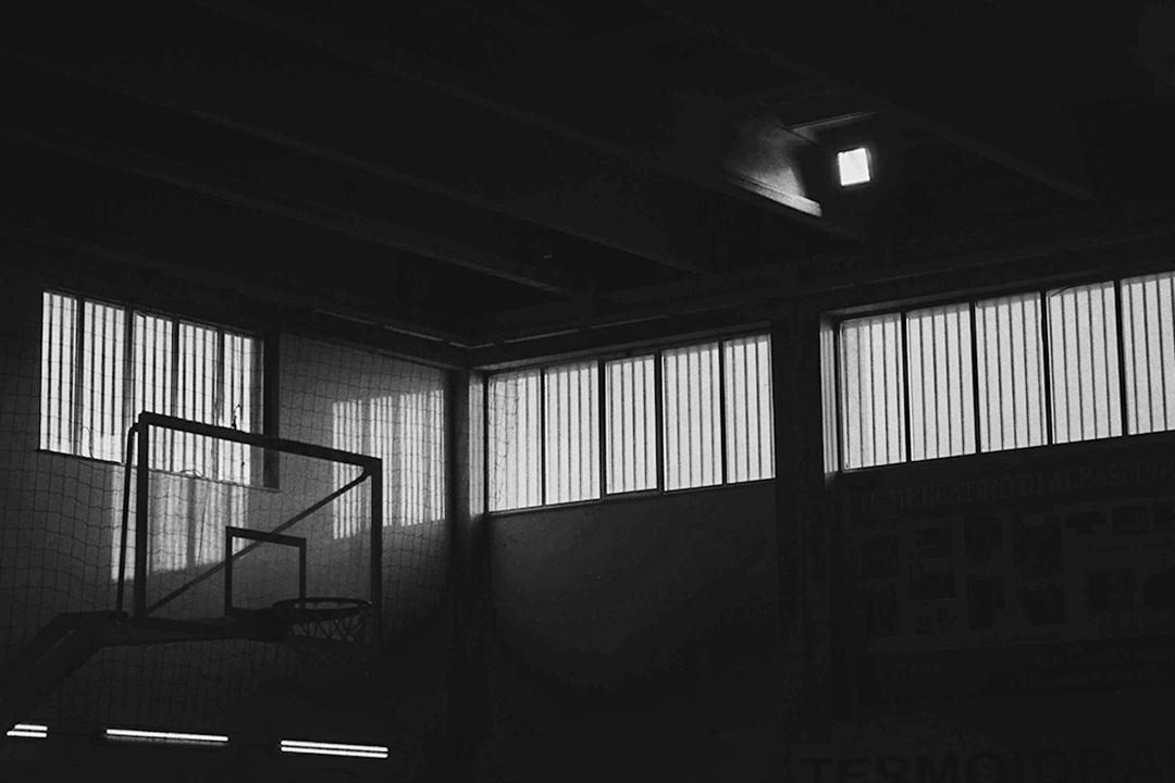 對於這些孩子而言,彈彈球隊是極其特別的存在,是他們充滿着隱患的生活裏一扇可以讓光明漏進來的窗戶。