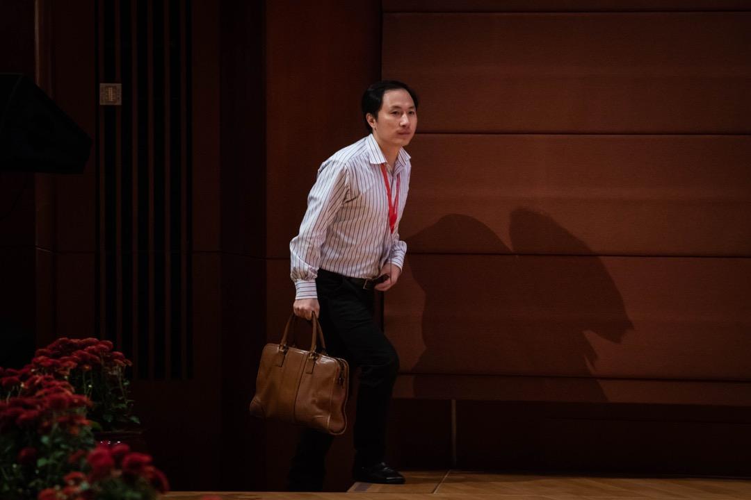 2018年11月28日 , 賀建奎在香港大學出席研討會。