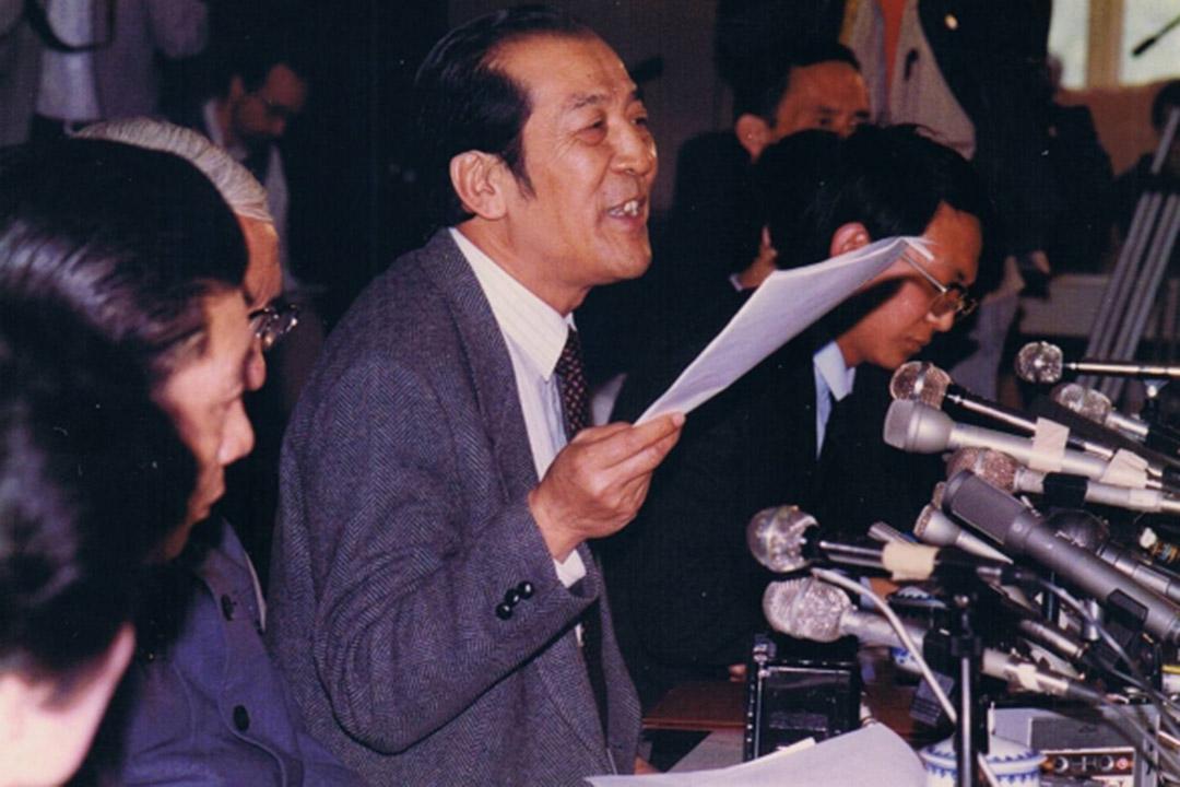 袁木在1989年六四事件期間擔任國務院發言人,曾代表國務院發布消息及公布傷亡數字。 網上圖片