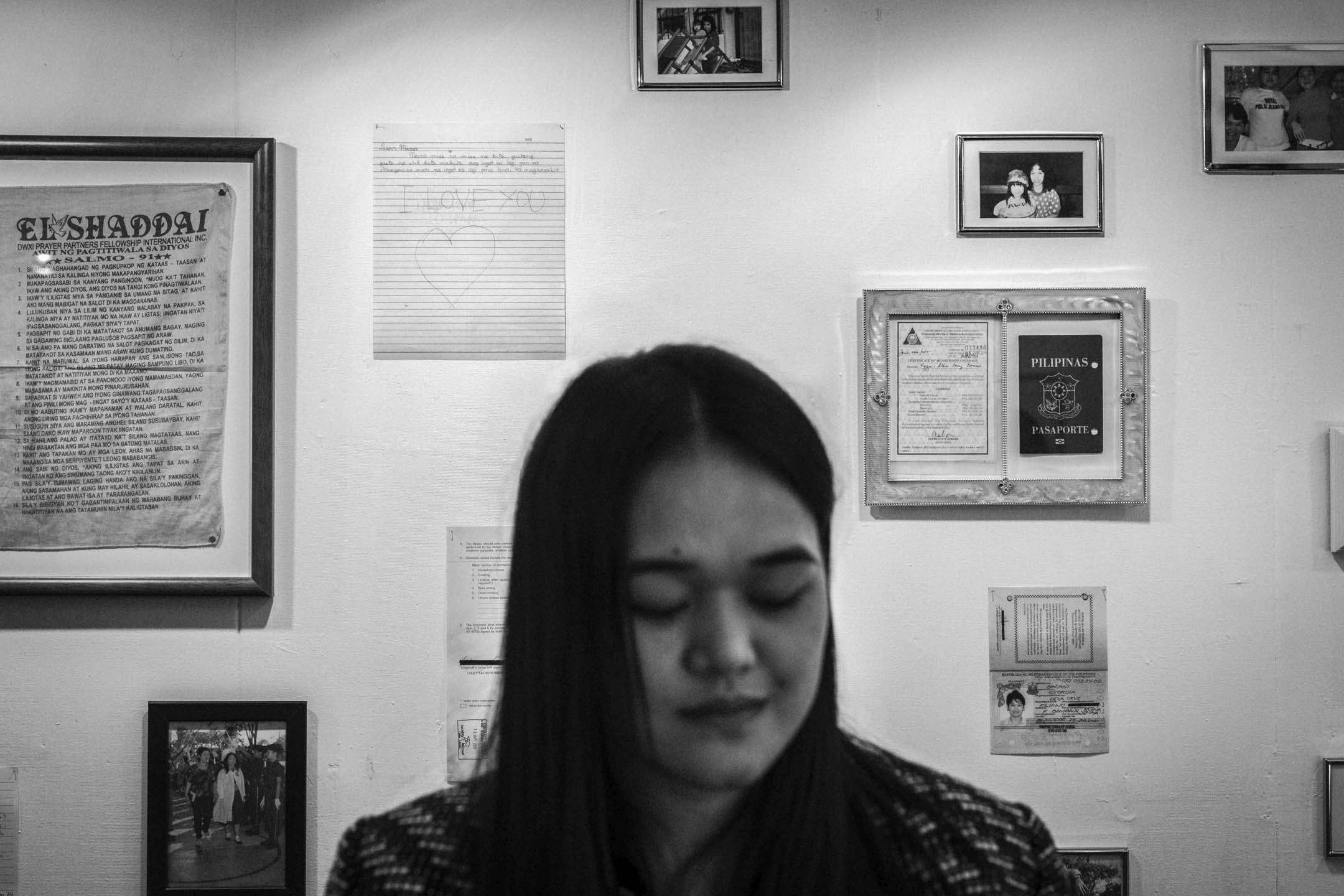 三年前,Xyza獲得Magnum基金人權獎學金,前往紐約大學進修攝影,並於去年獲得WMA大師攝影獎委託計劃,今年12月,31歲的她回到熟悉的香港,帶來名為「活著如風」(We are like air)的個人攝影展,並出版同名攝影書。