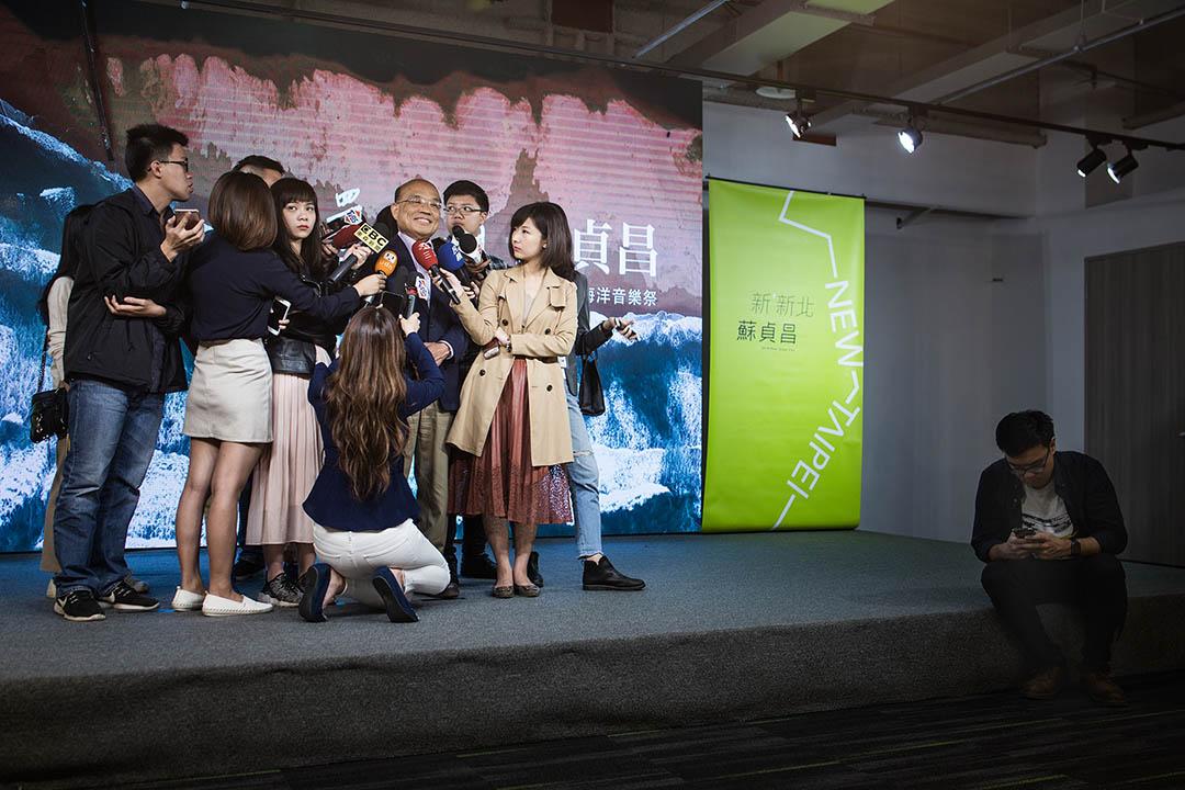 2018年11月5日,新北市市長候選人蘇貞昌在競選總部接受媒體採訪。