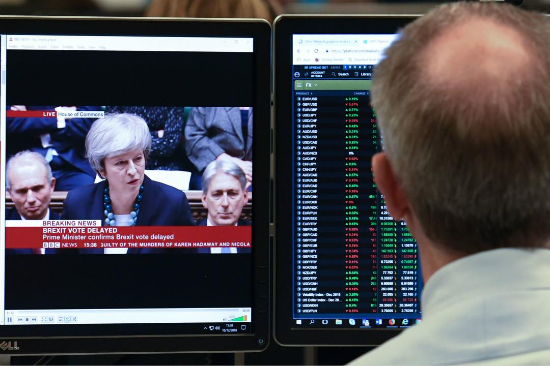 2018年12月10日,英國首相文翠珊(Theresa May)宣布推遲國會對脫歐協議進行表決,英鎊應聲大跌。 攝:Daniel Sorabji/Getty Images