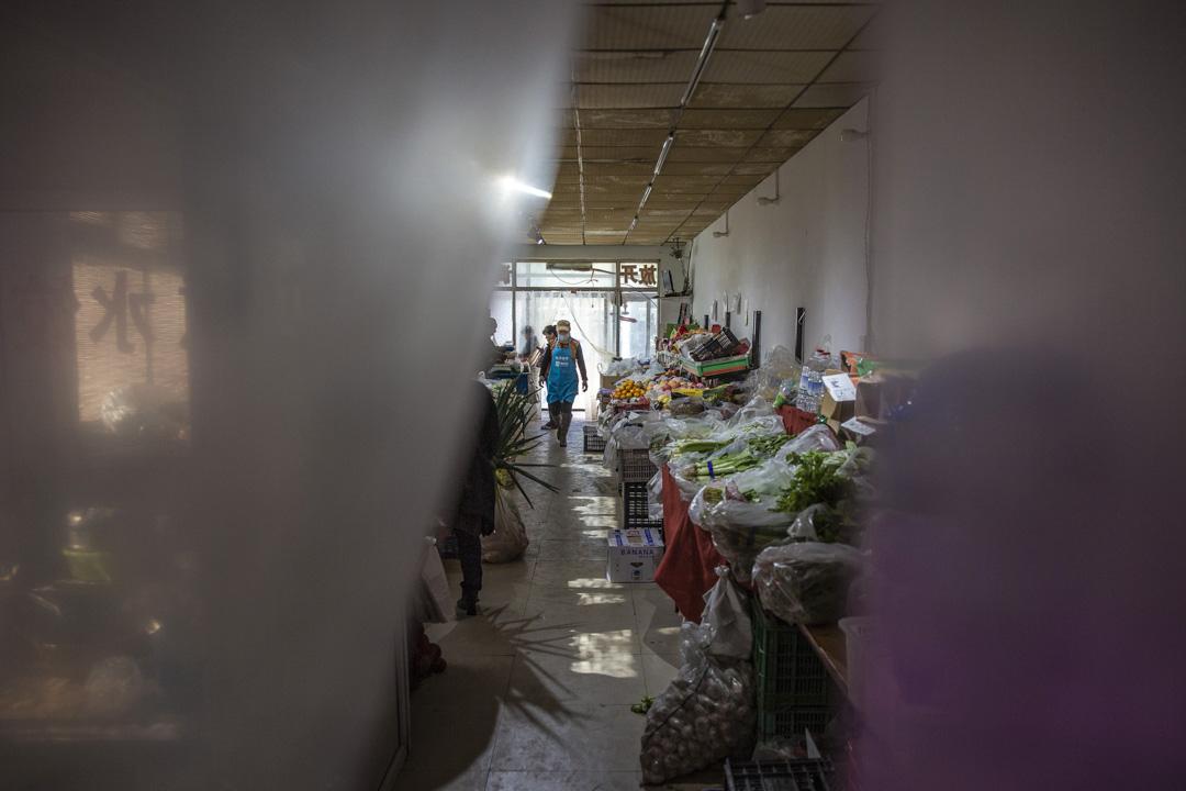 醬料店老闆周文慧在原來的菜市場附近找到一間16平米的門店,但生意大不如前。