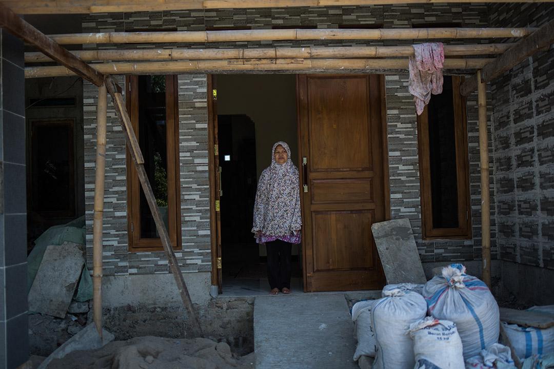 住在靠近雅加達Pangkalan Jati區域、第一隧道(Tunnel 1)附近的婦人Jrsmin。