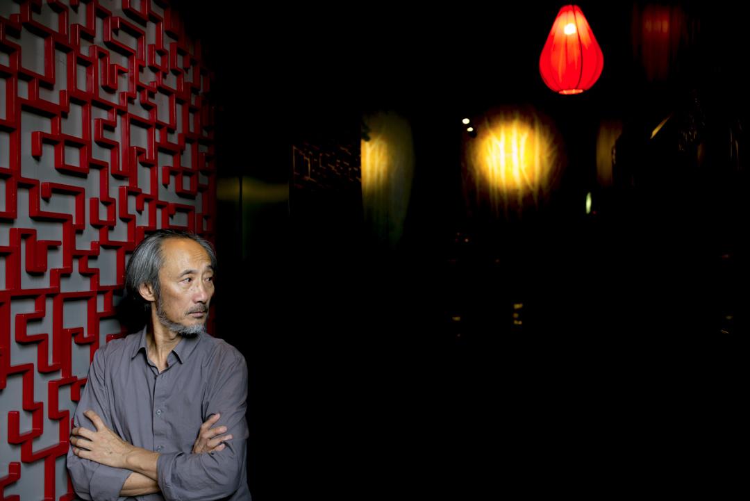 馬建認為,香港人是到了回歸之後,才發現這不是鬧着玩的。「這個政權正一步一步要把你的東西拿走,先是經濟,然後是政治。這是我最大的感觸。」