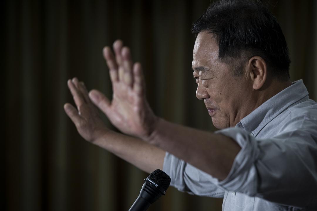 在這次市長選舉中,最早希望藉助聲量打選戰的,還不是韓國瑜,而是參選台北市長的李錫錕。