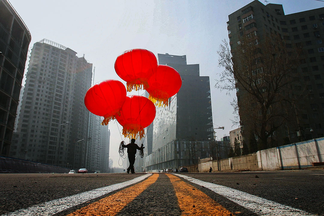 直至今日,一個依舊冷酷的現實是,雖經一個半世紀的奮鬥,中國還是一個半現代之國。
