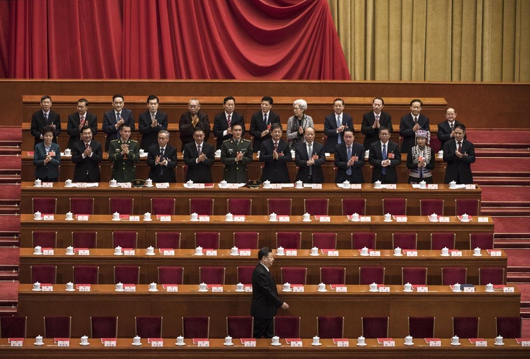 福山:中共通過取消國家主席的任期限制,正在將中國向倒退的方向引領。之前我認為國家領導人的任期限制是一個高度制度化的威權體系中使得中國的制度穩定的最為關鍵的特質之一。所以從這個角度說,中國沒有在進步。