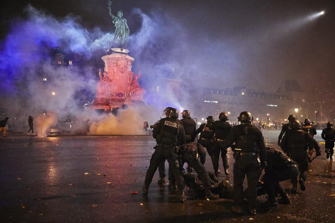 2018年12月8日,巴黎共和廣場上,警察與示威者發生衝突。