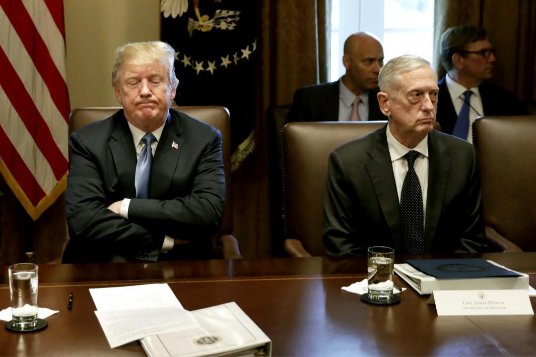 2018年6月21日,美國總統特朗普和國防部長馬蒂斯(James Mattis)在內閣會議上。 攝:Yuri Gripas/Getty Images