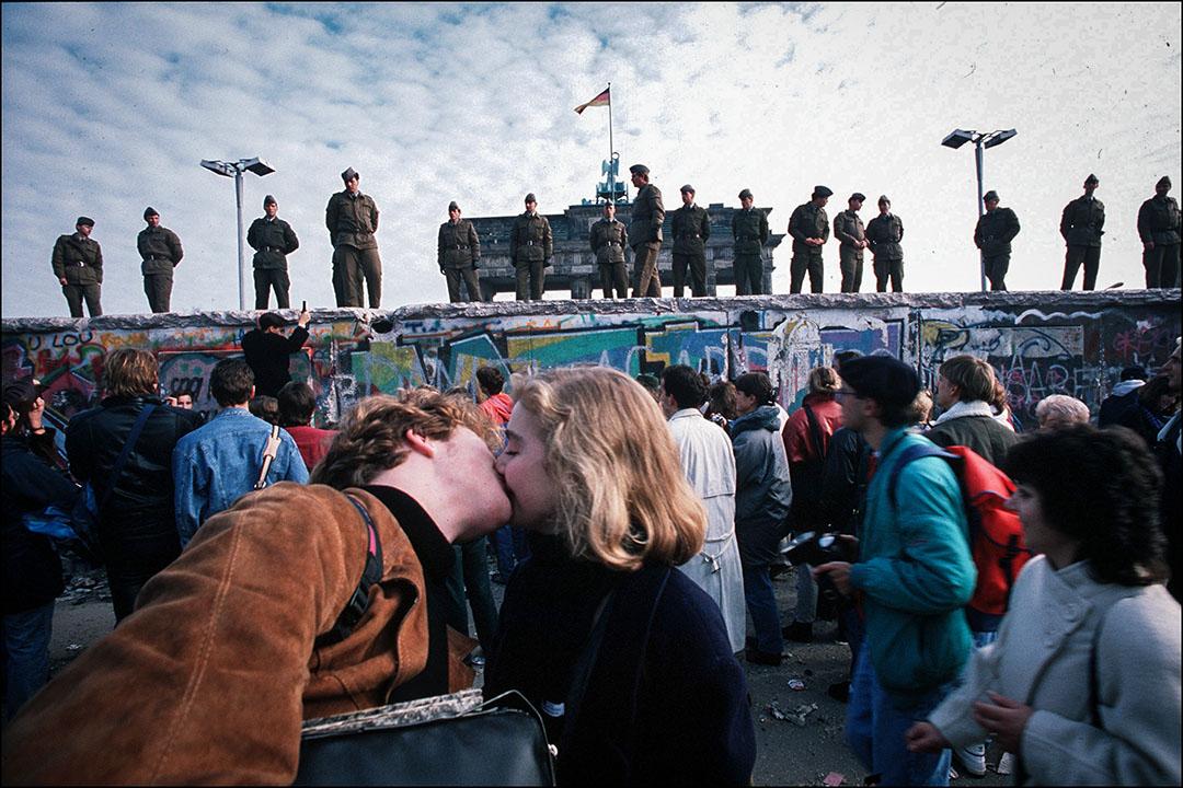 第四場戰役,同樣是「文野之別」,也就是通常所謂的「冷戰」,發生在左翼極權國家與自由民主聯盟兩大陣營,以前者的徹底崩潰而告終。圖為柏林圍牆。