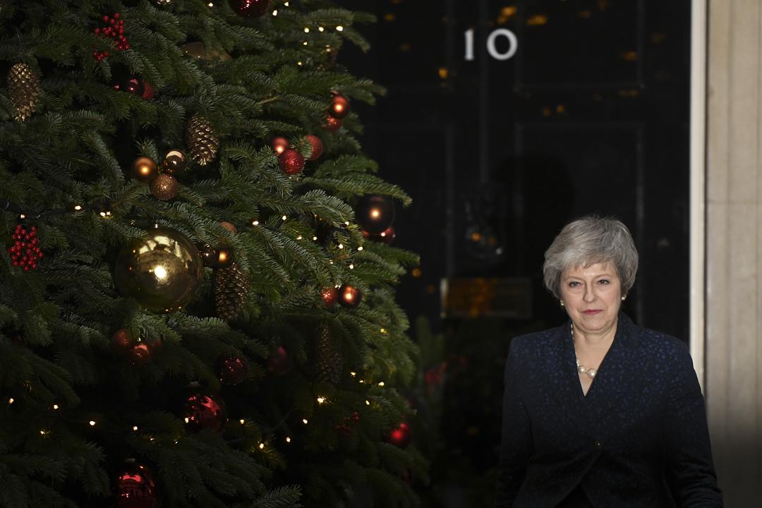 2018年12月12日在英國倫敦唐寧街十號外,首相文翠珊(Theresa May;台譯:德蕾莎・梅伊)就面臨執政保守黨內部不信任投票發表講話。 攝:Leon Neal / Getty Images