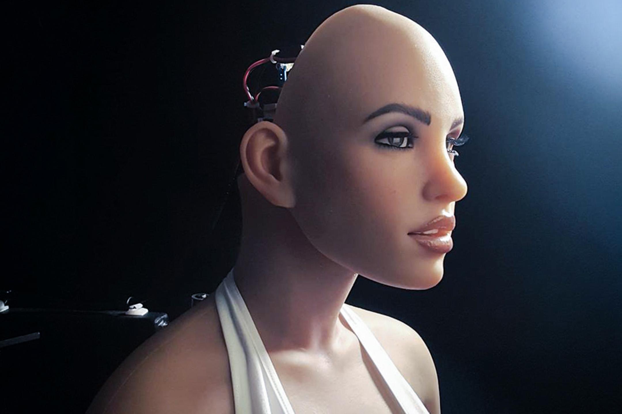 """這位女子名叫「哈莫尼」(Harmony),她是美國加州公司""""深淵創造""""(Abyss Creations)的第一款「性愛機器人」(Sex Robot)。  圖:Abyssrealdoll Instagram"""