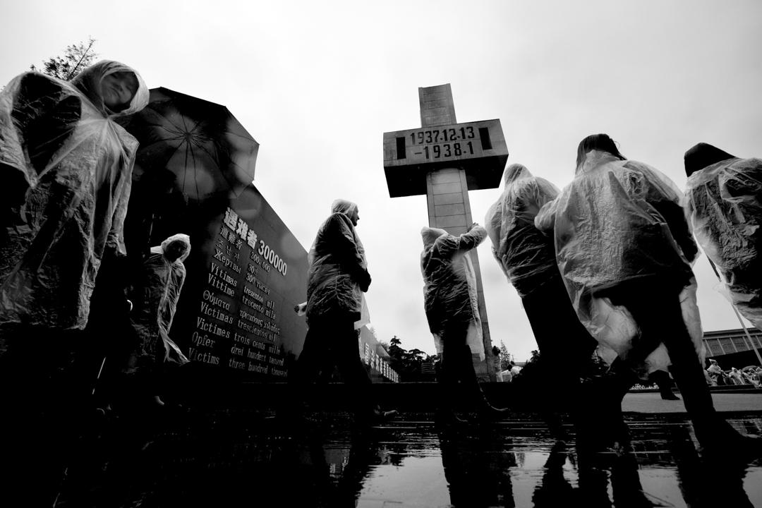 隨着2014年中國政府將每年的12月13日設立為國家公祭日,南京大屠殺在國家法團主義體制下,受國家意志的影響,成功地被建構為以「恥化敘事」為核心的國家/集體記憶。 攝:Imagine China